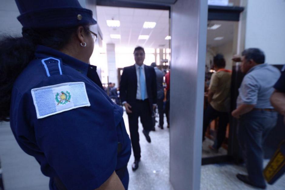 Los abogados a su ingreso a la sala de audiencias. (Foto: Jesús Alfonso/Soy502)