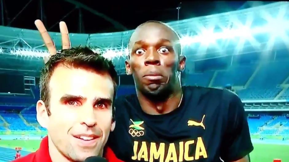 El atleta no dudó en hacerlo durante la transmisión en vivo.  (Foto: Captura YouTube)