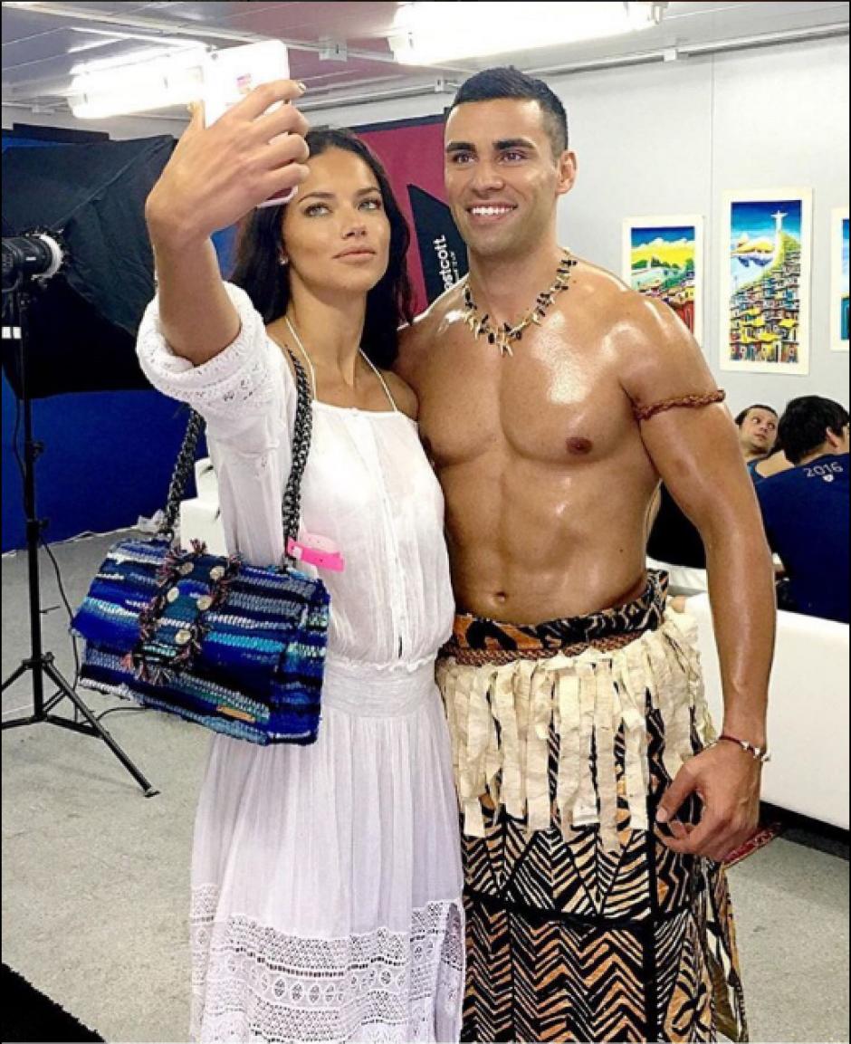 El abanderado de Tonga no pasó desapercibido. (Foto: Twitter)