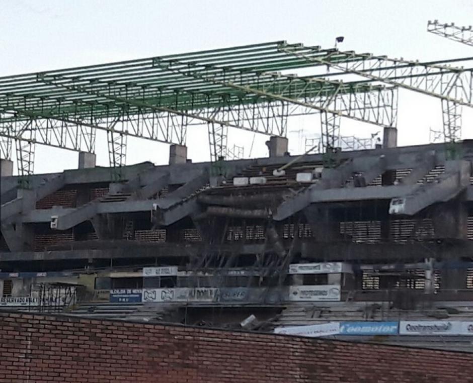 El estadio se declaró en situación de emergencia y no se hacían partidos nocturnos. (Foto: bluradio.com)