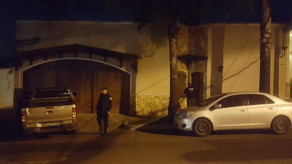 Desde el miércoles se inició una serie de allanamientos para incautar evidencias relacionadas a los supuestos delitos cometidos por el expresidente salvadoreño. (Foto: Twitter, @FGR_SV)