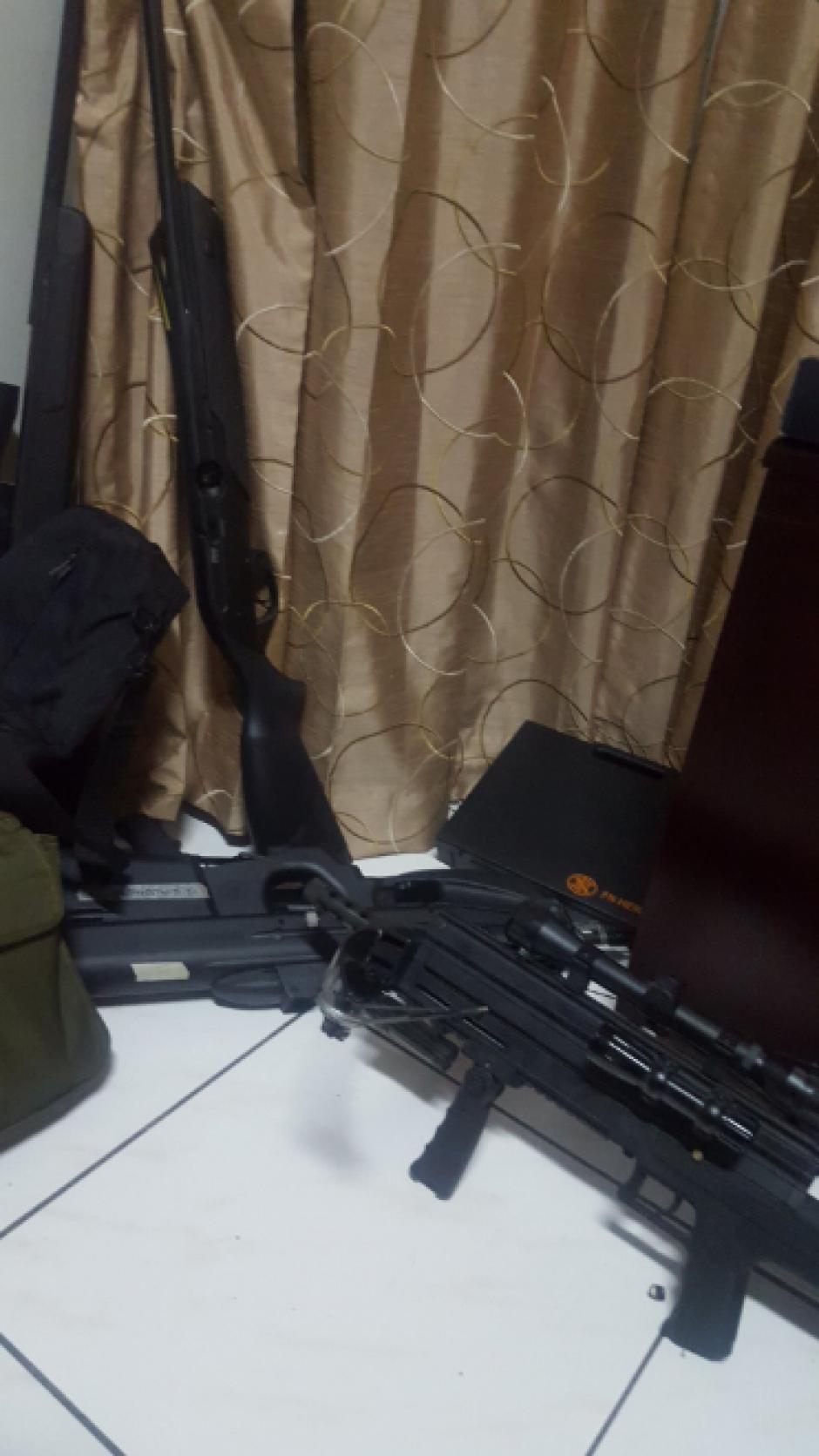 Todas las armas justificó Funes que son legales. (Foto: Twitter, @FGR_SV)