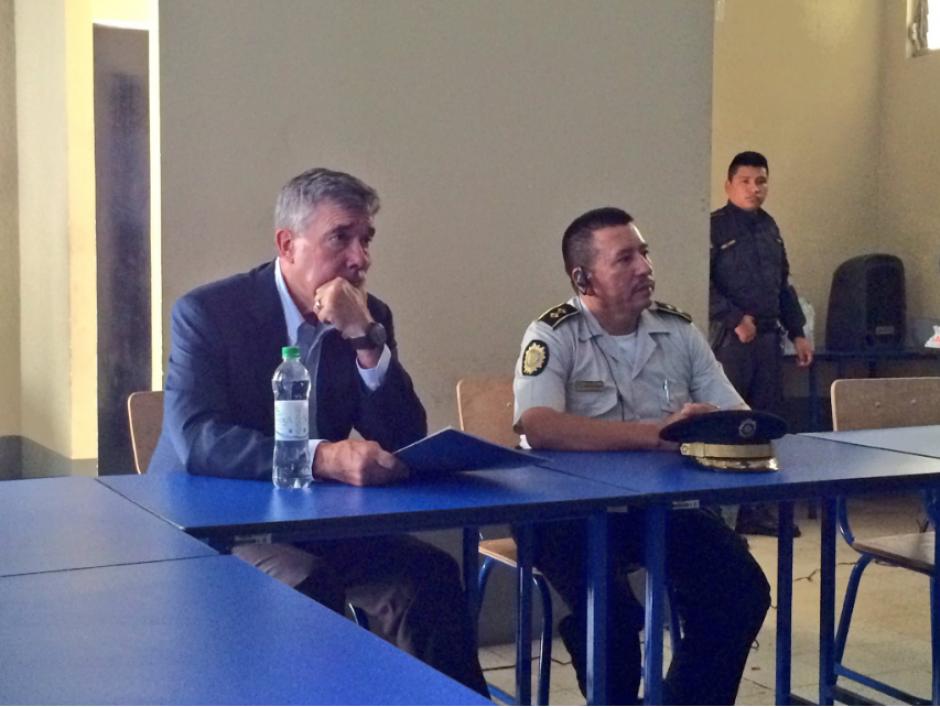 Los agentes de la policía de dicha comisaría le hicieron una presentación de sus avances. (Foto: Twitter, @usembassyguate)