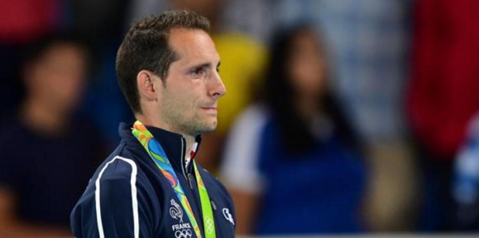 El francés Renaud Lavillenie recibió abucheo al recibir su medalla. (Foto: EFE)