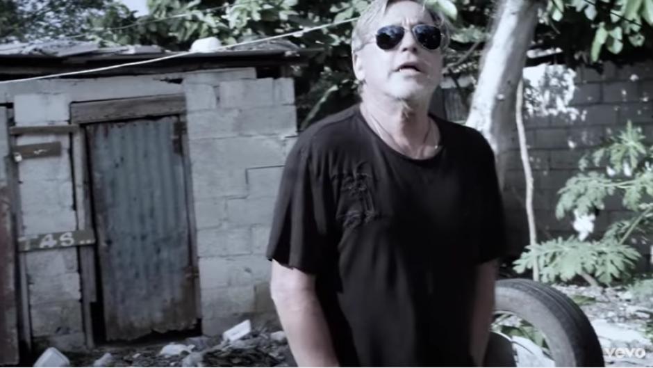 El último video musical de Ricardo Montaner está dedicado a los venezolanos menos favorecidos. (Captura Youtube)