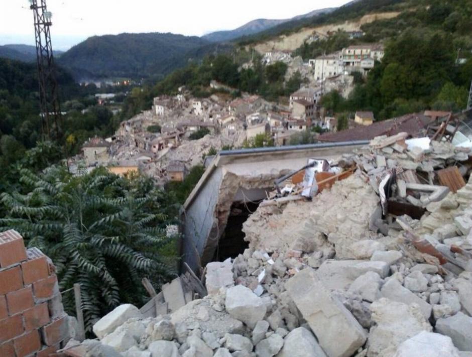 Así amaneció uno de los pueblos afectados por el terremoto. (Foto: EFE)