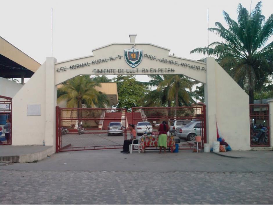 Esta es la fachada de la escuela donde se registró el concurso. (Foto: panoramio.com)