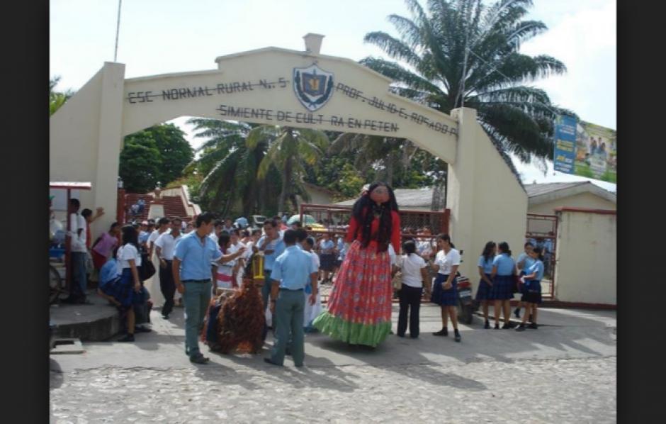 En Petén trascendió la noticia de la expulsión de los alumnos. (Foto: panoramio.com)