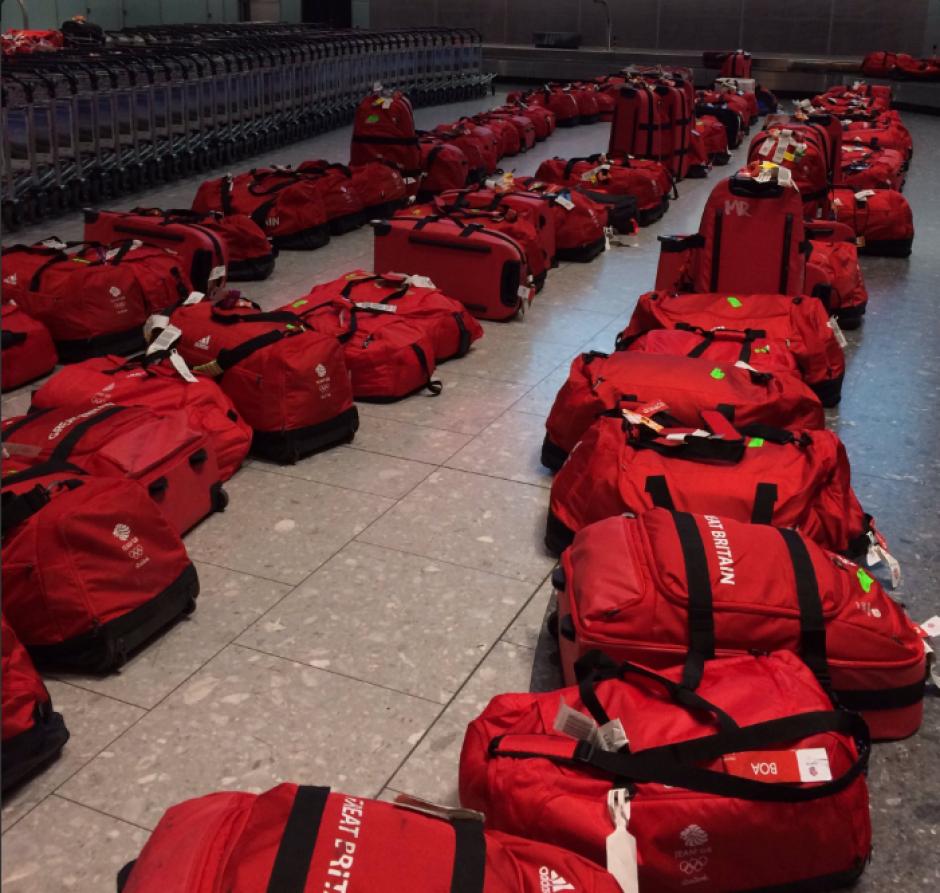 Todas las maletas de los atletas eran iguales. (Foto: Twitter)