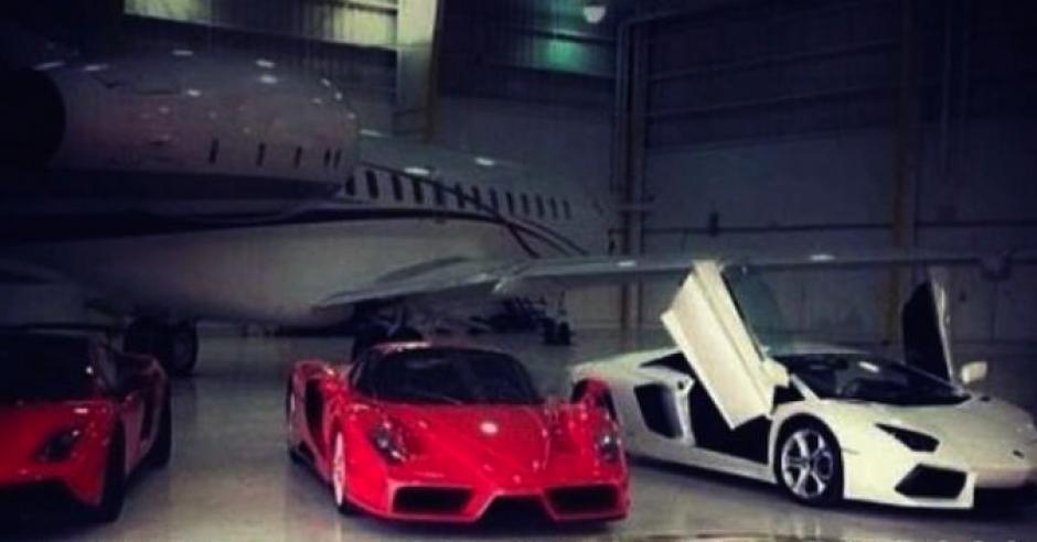 """Autos y aviones forman parte de los lujos de uno de los hijos de """"El Chapo"""" Guzmán. (Foto: sinembargo.mx)"""