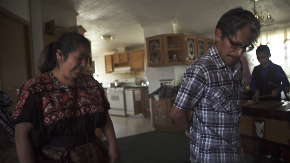 Lo que aprendieron en su infancia lo siguen compartiendo con las nuevas generaciones. (Captura Vimeo)