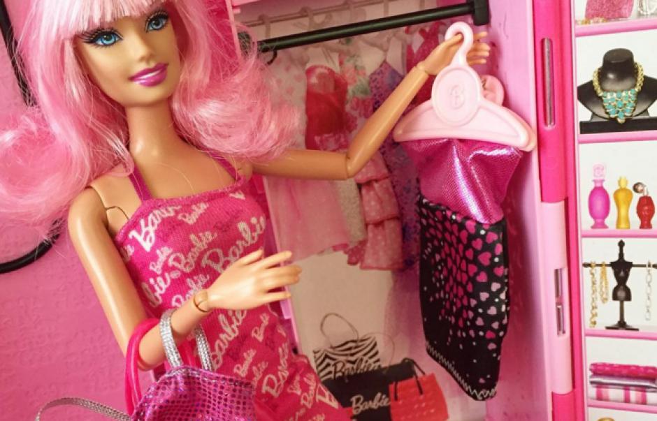 Desde muñecas hasta ropa y accesorios de Barbie. (Foto: Instagram)