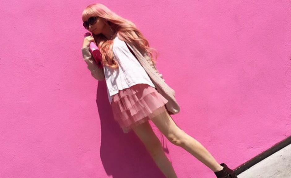 La mujer tiene 34 años y lleva 20 de ser coleccionista de objetos de Barbie. (Foto: Instagram)