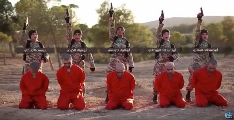 Cinco niños soldados aparecen en el polémico video,(Captura de pantalla: Top World News/Youtube)