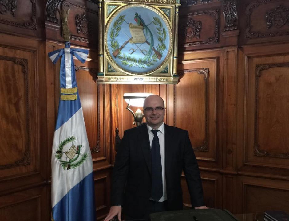 Mister Chip compartió la foto desde el despacho presidencial del Palacio Nacional. (Foto: Instagram/2010misterchip)