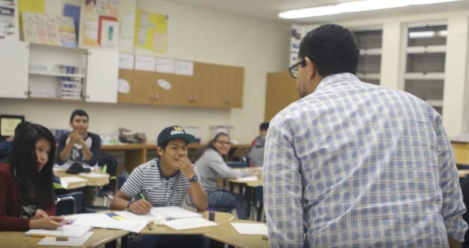 El idioma es una de las más fuertes barreras de Gaspar y de los niños migrantes. (Foto: Captura de video)