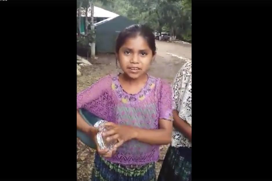 Un video que se viraliza en Facebook muestra a una niña vendiendo sus productos en siete idiomas. (Foto: captura de pantalla/Facebook)