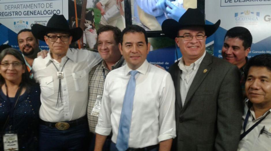 Con el Ministro de Agricultura el mandatario dio un recorrido en el lugar. (Foto: MAGA)