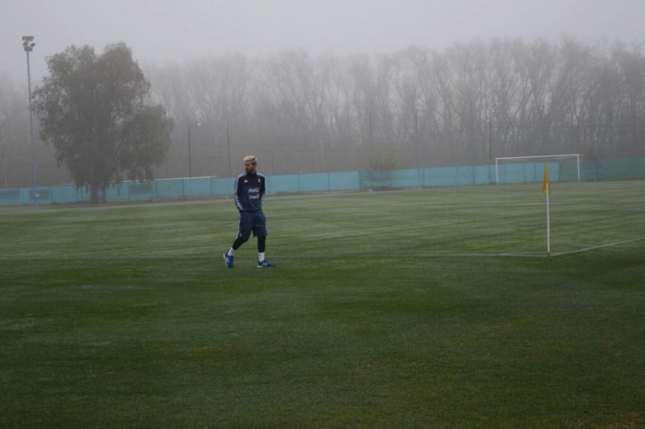 Esta fue la primera imagen de Leo en el entreno de su selección. (Foto: AFA)