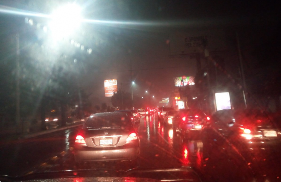 Las filas de vehículos no se movilizaban. (Foto: PNC Tránsito)
