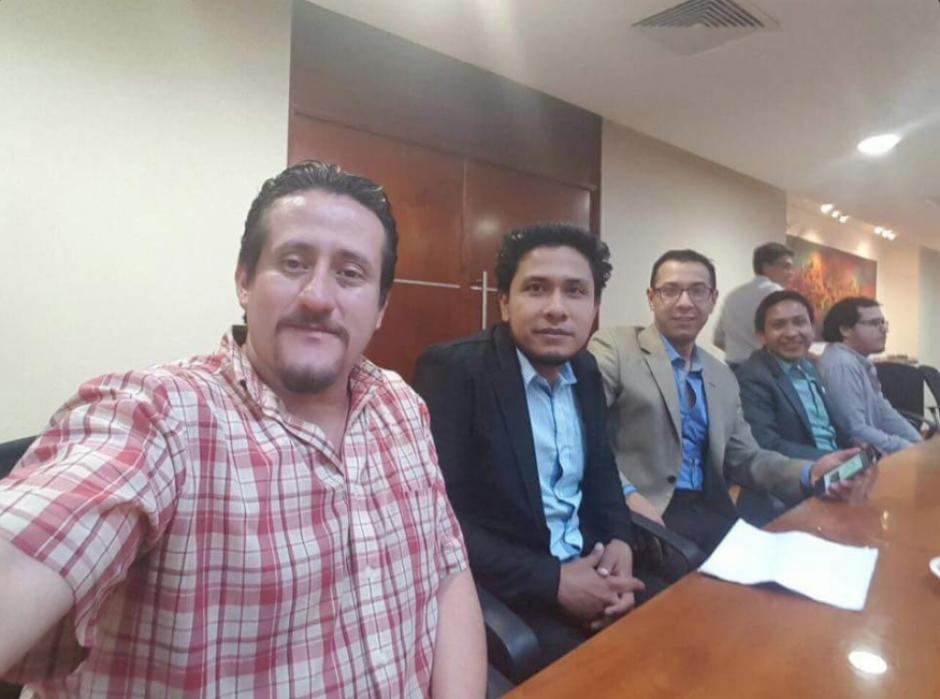 Bernardo Silva (izq.) asegura que esta fotografía fue en la primera reunión organizada por el Ministro de Finanzas y no en la que estuvo presente Jimmy. (Foto: Twitter, @noticiascastro)
