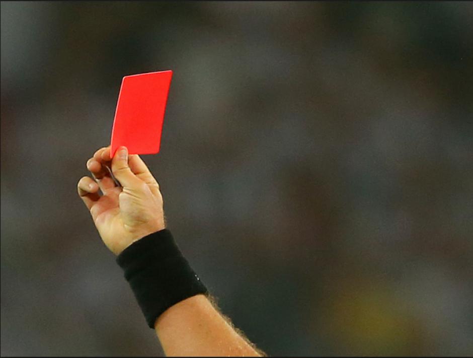 Un defensor se pasó de chistoso con su celebración y el árbitro lo expulsó. (Foto: FootballWallpapers)