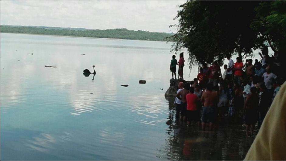 La aeronave se desplomó en el Lago Petén Itzá. (Foto: Facebook/Noticias de Petén)