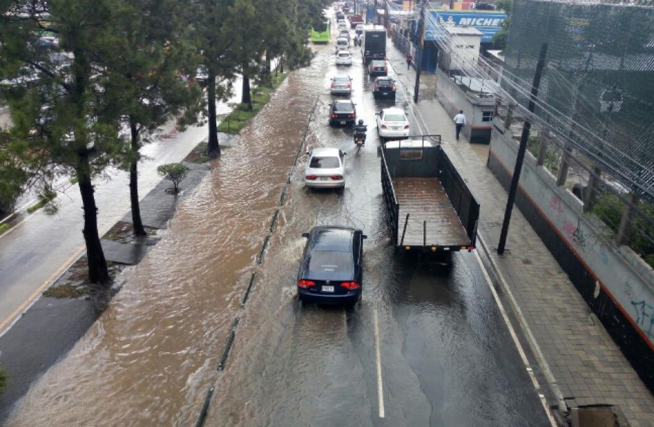 La ruta del Transmetro quedó intransitable. (Foto: PNC/Tránsito)