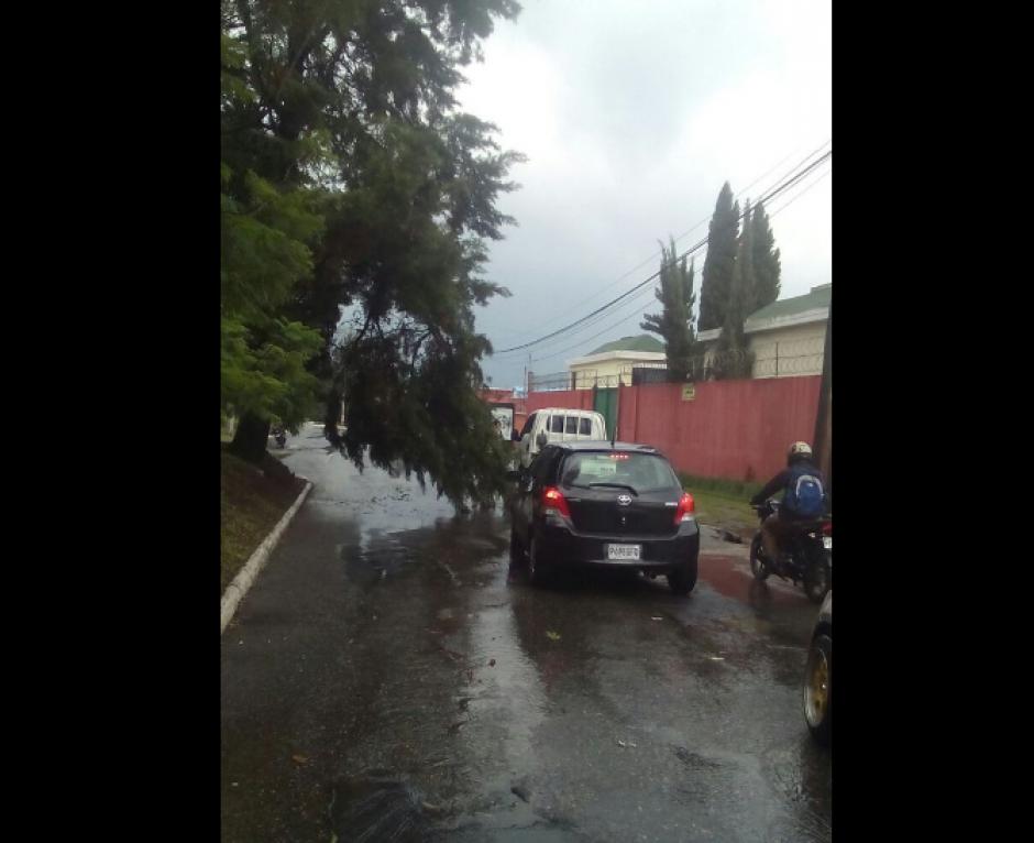 El tráfico se complica en Guatemala cada ocasión que llueve. (Foto: PNC/Tránsito)