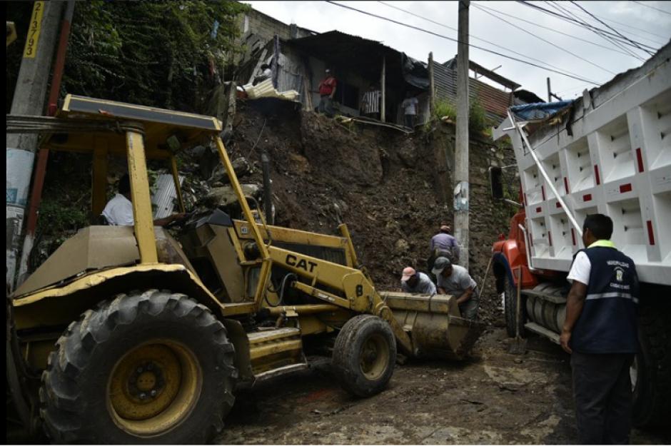 El muro colapsó sobre las viviendas. (Foto: Conred)