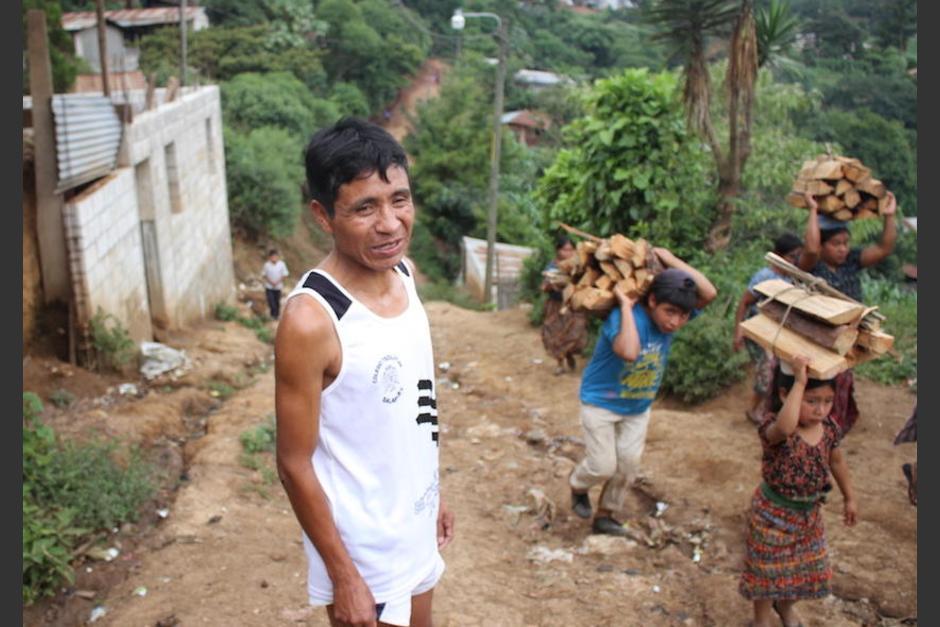 Raxón en su aldea en San Juan Sacatepéquez. (Foto: Soy502)