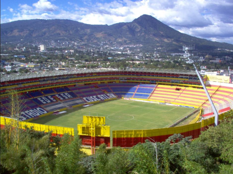 El partido se jugará en el Estadio Cuscatlán a las 8 P.M. (Foto: Wikipedia)