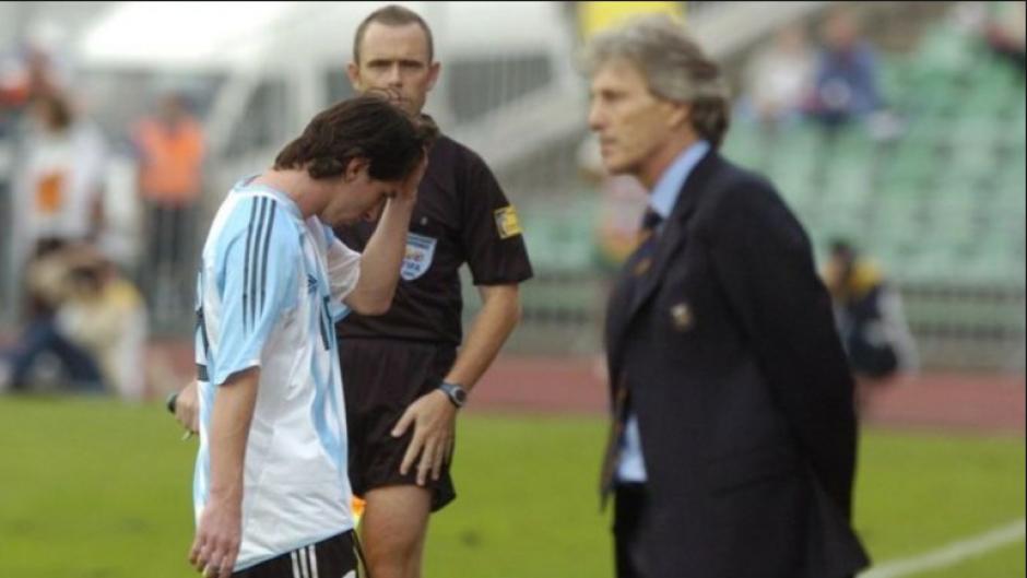 Messi se fue también con roja el día que debutaba...¡a los 47 segundos! (Foto: Infobae)