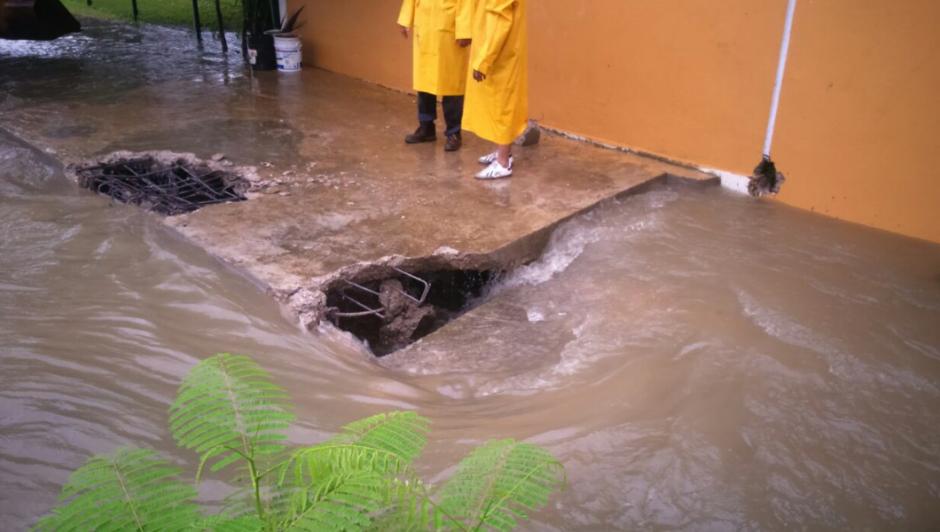 Las lluvias siguen provocando inundaciones en la ciudad costera de Acapulco. (Gobierno de Acapulco)