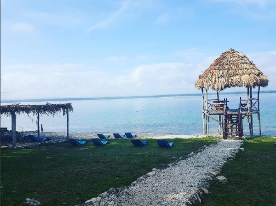 También subió fotos de la playa del lago Petén Itzá. (Foto: Instagram)
