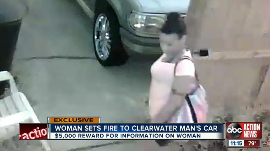 Una chica se equivocó de carro al intentar vengarse su exnovio. (Imagen: captura de YouTube)