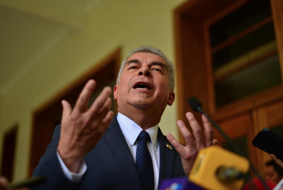 El Ministerio Público confirmó el 5 de septiembre la orden de captura contra Luis Rabbé. (Foto: Archivo/Soy502)