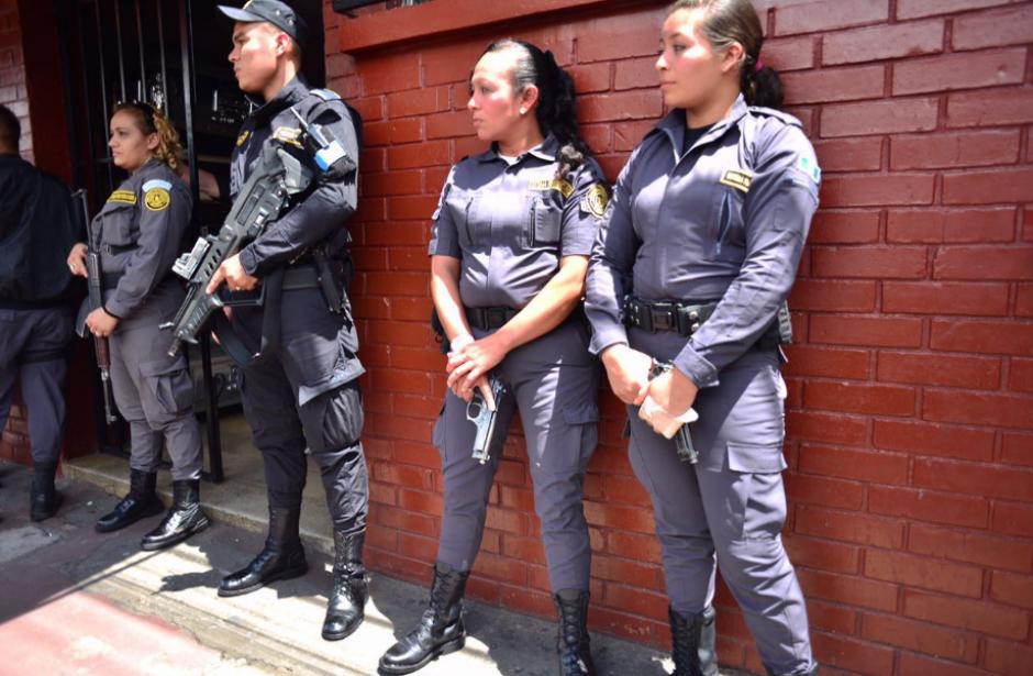 Los guardias del Sistema Penitenciario vivieron momentos de tensión. (Foto: Alejandro Balán/Soy502)
