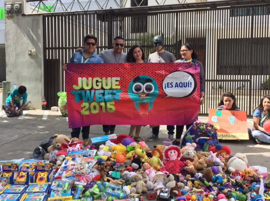 La iniciativa recolectó el año pasado más de dos mil juguetes. (Foto: Juguetweet GT)