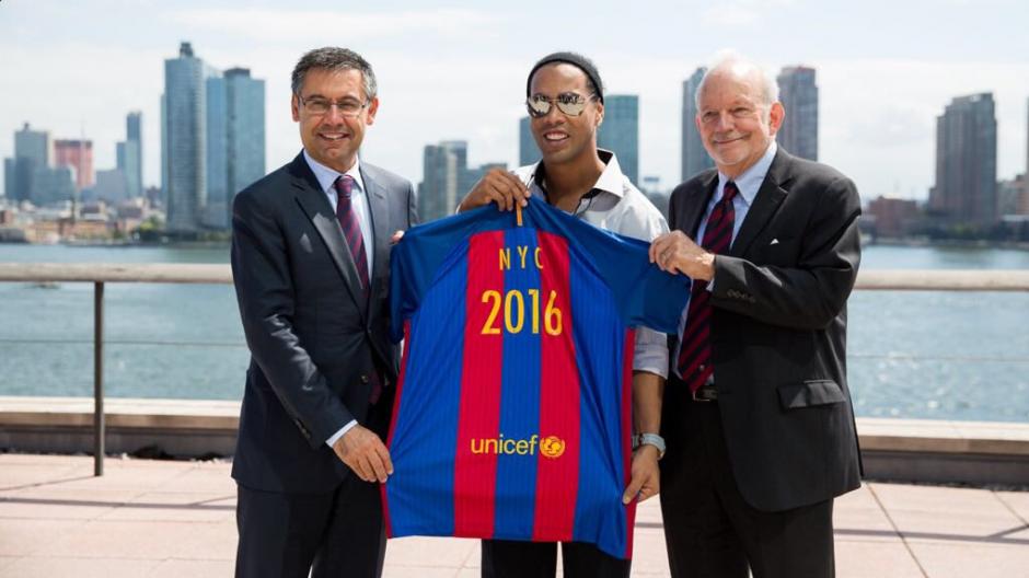 Ronaldinho fue embajador del Barça en Nueva York. (Foto: FCB)