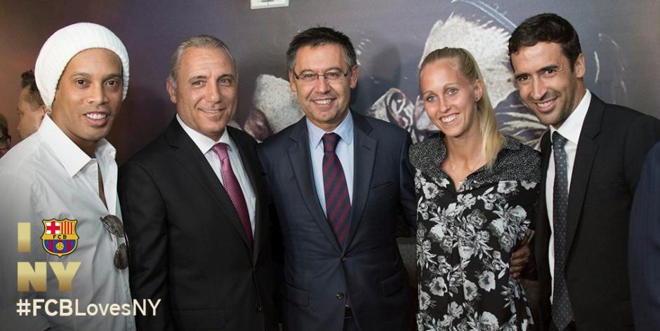 En el acto estuvo también la leyenda merengue, Raúl González. (Foto: FCB)