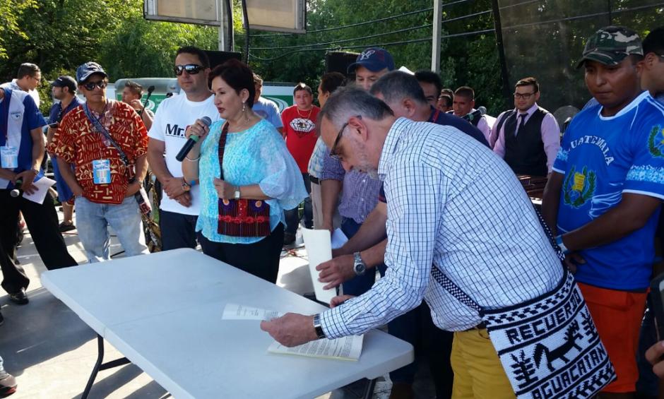 Velásquez y Aldana fueron reconocidos por la comunidad migrante durante la actividad Guate Fest. (Foto: MP)