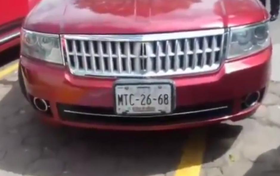 Al final las placas de su automóvil se hicieron públicas. (Imagen: Captura de pantalla)