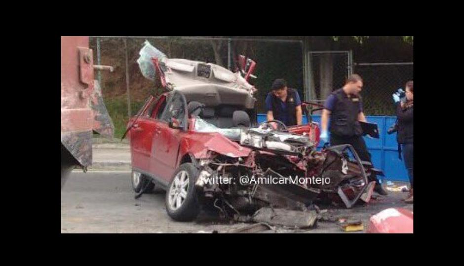 El incidente se registró en horas de la mañana en la calzada Roosevelt. (Foto: Amiílcar Montejo)