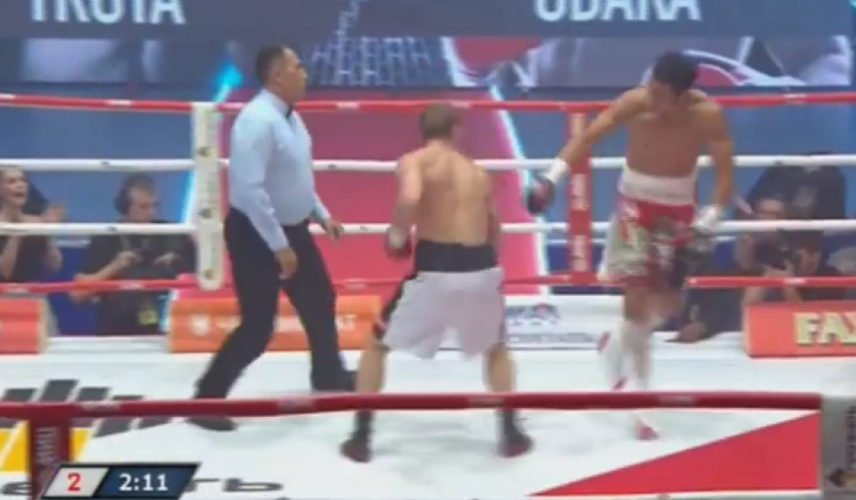 La pelea duró muy poco debido a un nocaut técnico. (Imagen: Captura de pantalla)