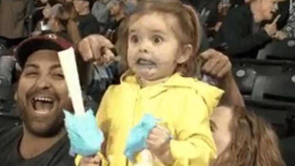 La pequeña fue captada durante un juego de los Marineros de Seattle. (Foto: Sopitas.com)
