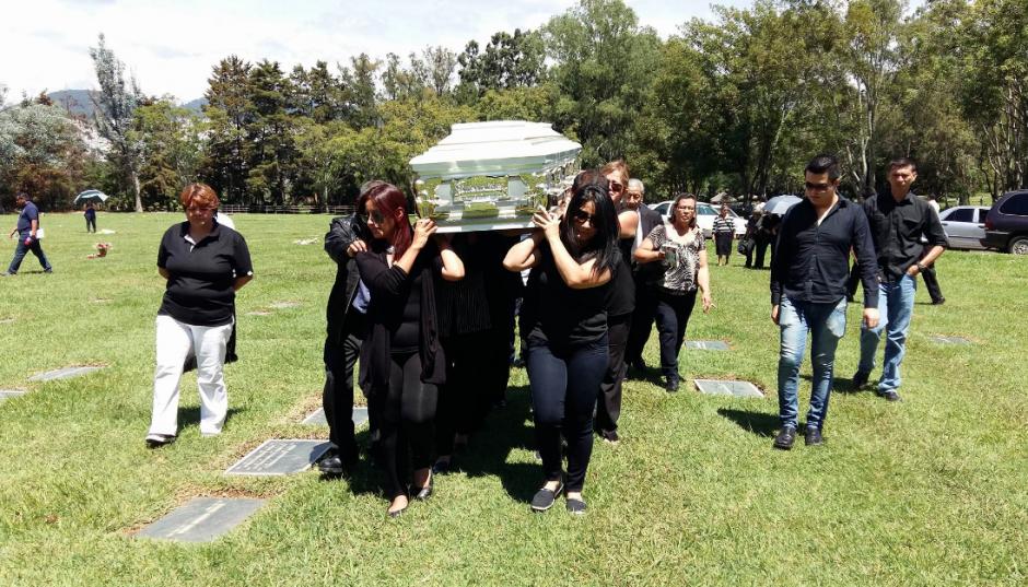Ana Guerra Olmedo fue sepultada en el cementerio Los Parques. (Foto: Nuestro Diario)