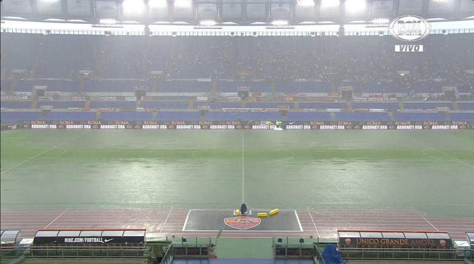 Increíblemente, el partido se reanudó después de un rato. (Foto: Fox Sports)