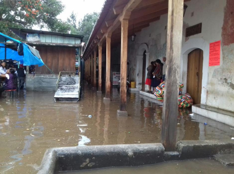Según la Conred, las inundaciones en Sacatepéquez se deben al colapso de los drenajes. (Foto: Conred)