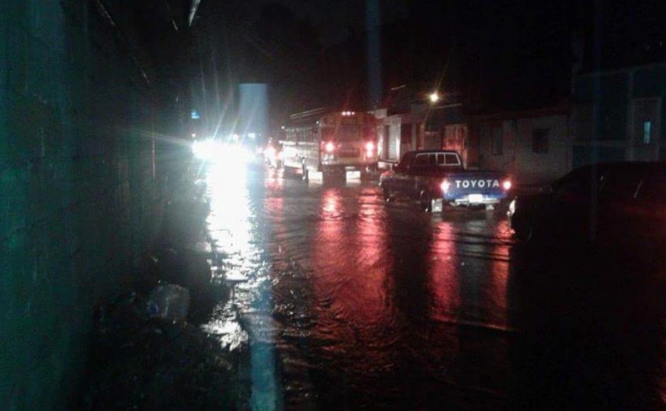 El desborde del río Platanitos dejó 10 viviendas y varias calles inundadas en Villa Canales. (Foto: Dalia Santos)